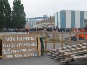 Les salariés du Chantier naval STX de Saint Nazaire, en grève contre l'accord compétitivité. dans AGIR of-stx-greve-du-1er-juin-2013.jpg2_-300x225